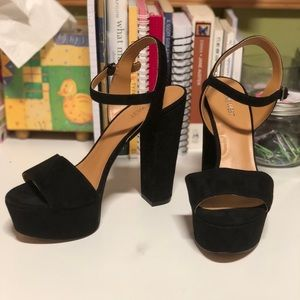 NWOT Nine West black suede platform pumps NWOT